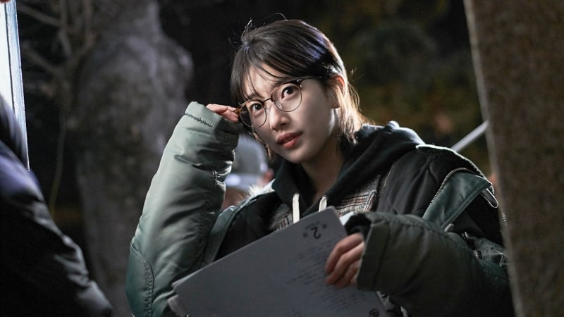 "Suzy Doesn't Stop Studying Her Script Behind The Scenes Of ""While You Were Sleeping"""