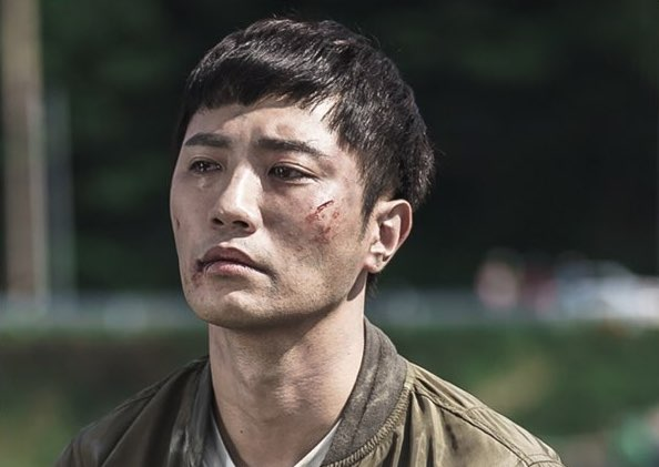 "Jin Goo Is The Personification Of Grief And Despair In Emotional Stills For ""Untouchable"""