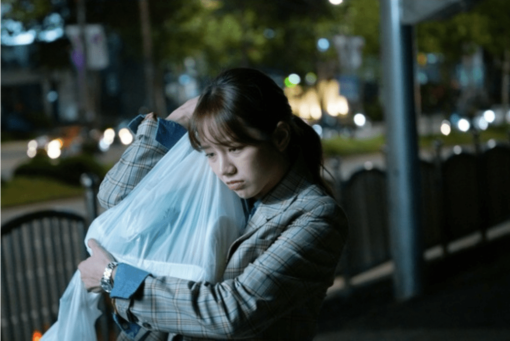 "Hyeri Shows The Hardships Of A Reporter's Life In New ""Two Cops"" Stills"