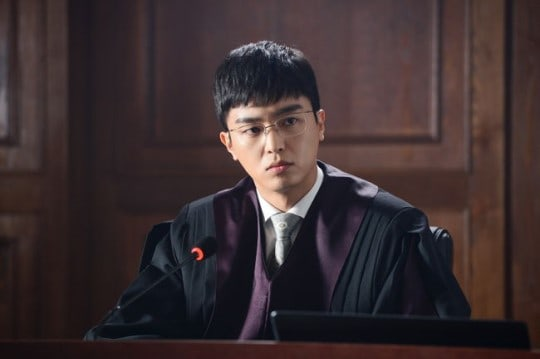 """Yeon Woo Jin Perfectly Transforms For His Character In Upcoming Drama """"Judge Vs. Judge"""""""