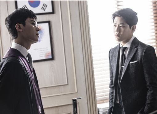 "Yeon Woo Jin And Dong Ha Go Head To Head As Judge And Prosecutor In ""Judge Vs. Judge"" Stills"
