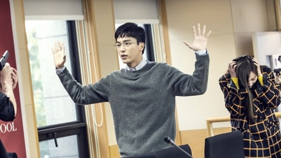 "Yeon Woo Jin And BESTie's Haeryung Fear For Their Lives In New ""Judge vs. Judge"" Stills"