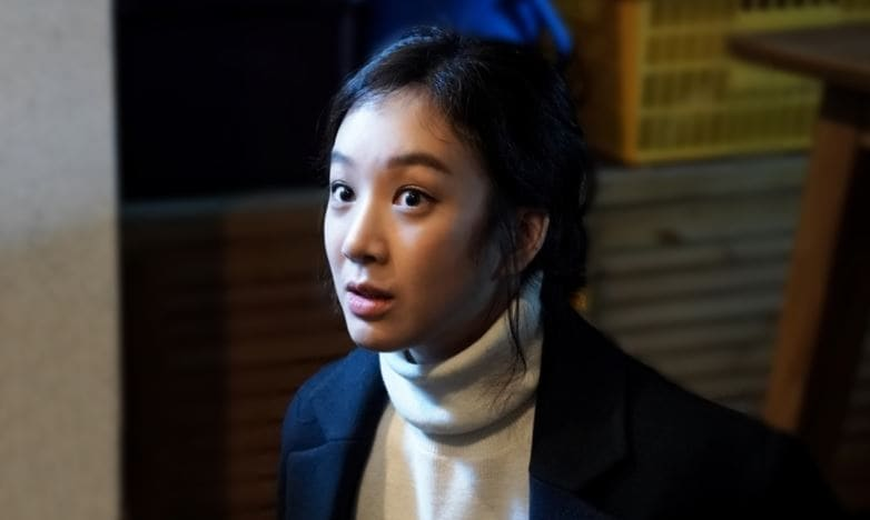 """""""Witch's Court"""" Teases Danger For Jung Ryeo Won In Upcoming Episode"""