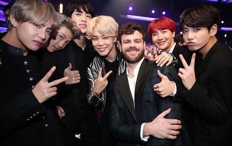 BTS Meets Up With Various Stars At 2017 AMAs