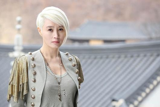 """Kim Hye Soo Talks About Intense Action Scenes In Her Film """"A Special Lady"""""""