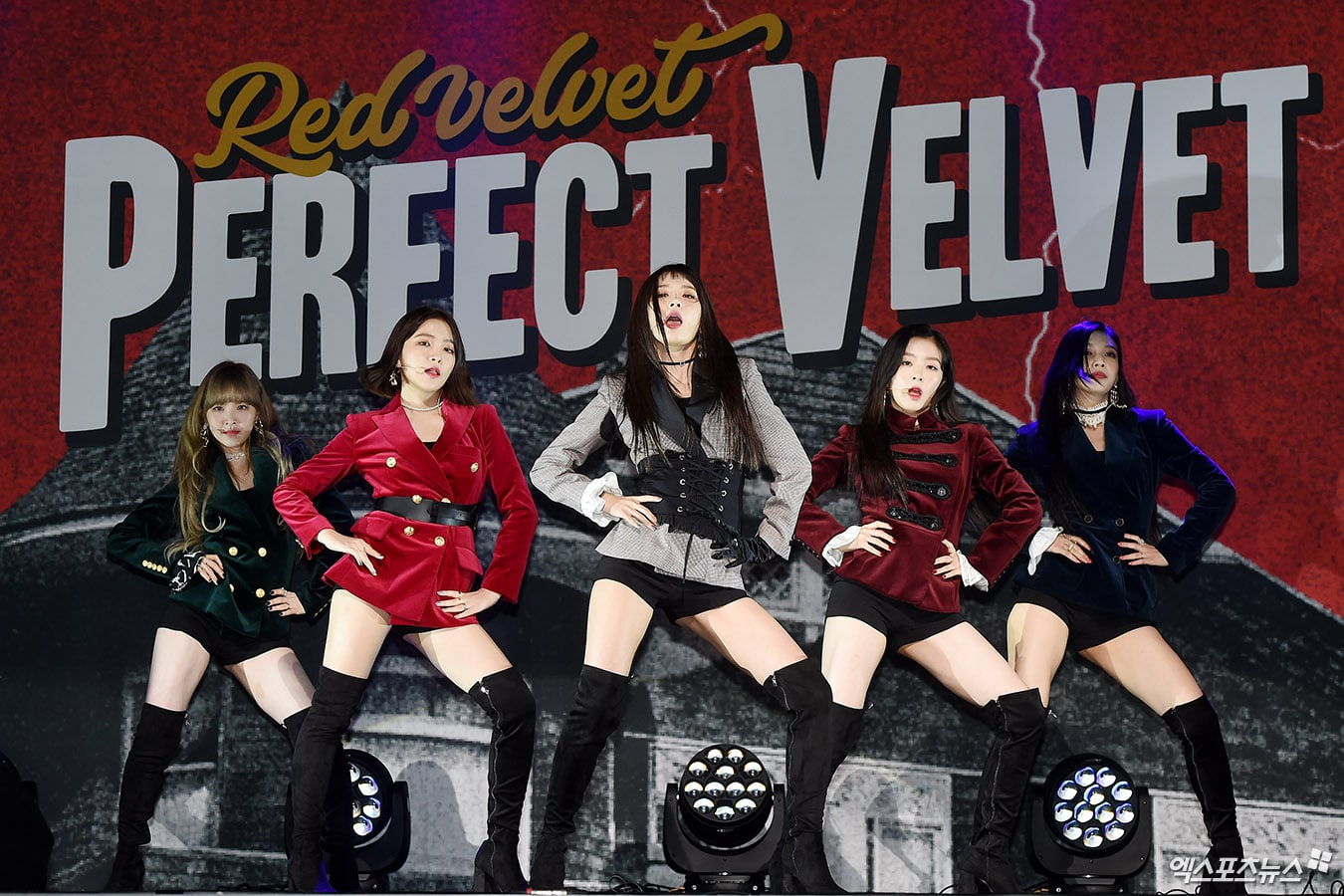 """Red Velvet Shows Continued Popularity With Over 100,000 Stock Pre-Orders For """"Perfect Velvet"""""""