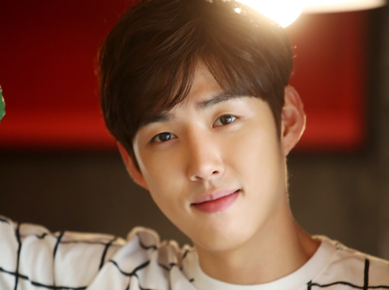 Baek Sung Hyun Announces Enlistment Date