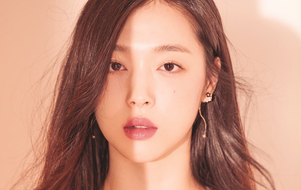 Sulli Renews Her Contract With SM Entertainment