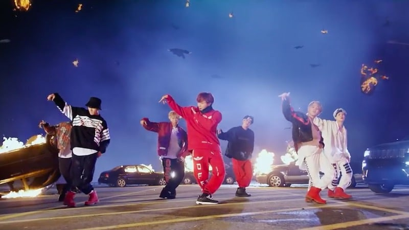 """BTS's """"MIC Drop"""" Remix Continues Record-Breaking Achievements On Billboard's Hot 100 With 8th Week On Chart"""