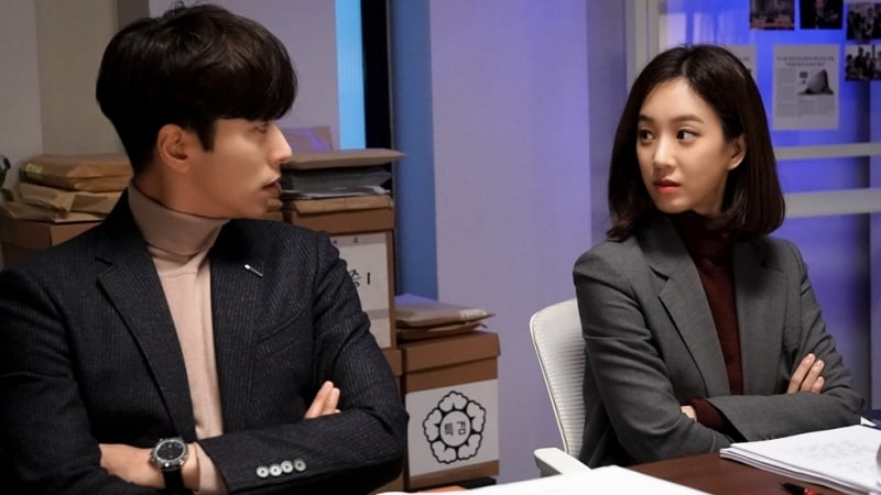 "Yoon Hyun Min And Jung Ryeo Won Reunite To Succeed In Final Investigation In ""Witch's Court"" Stills"