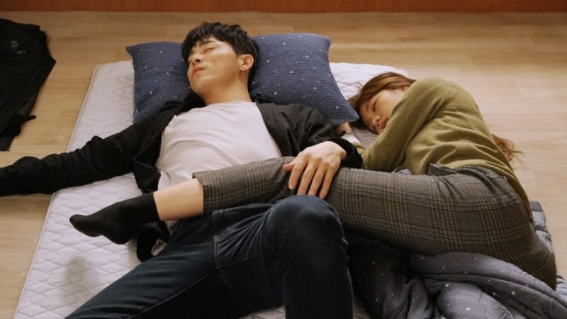 """Jo Jung Suk And Hyeri Fall Asleep Side-By-Side In New """"Two Cops"""" Stills"""