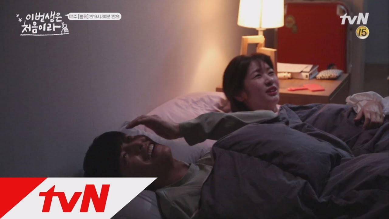 "Watch: Jung So Min And Lee Min Ki Are Too Adorable Filming Their First Night Together In ""Because This Is My First Life"""
