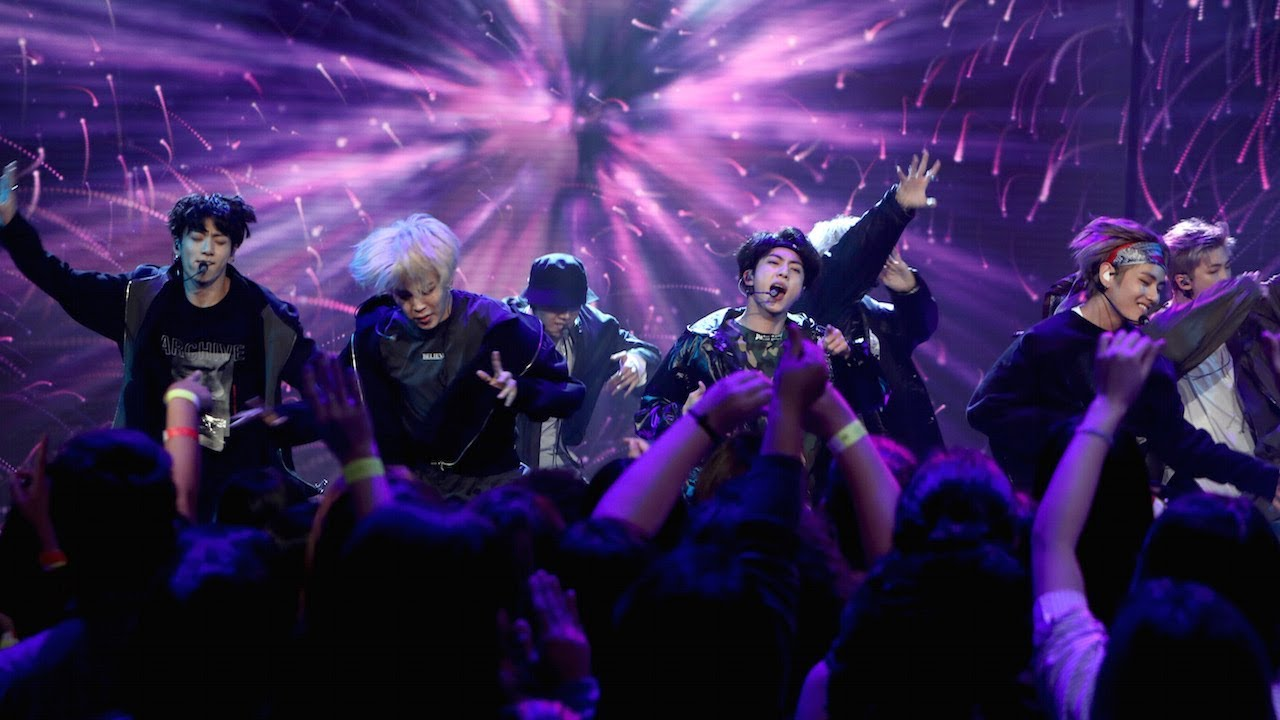 """Watch: BTS Wows With Performances Of Chart-Topping """"MIC Drop"""" Remix And """"DNA"""" On """"The Ellen DeGeneres Show"""""""