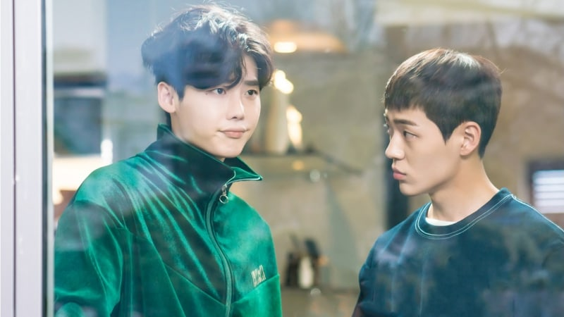 """Shin Jae Ha Explains How His Friendship With Lee Jong Suk Helped Them Play Brothers In """"While You Were Sleeping"""""""