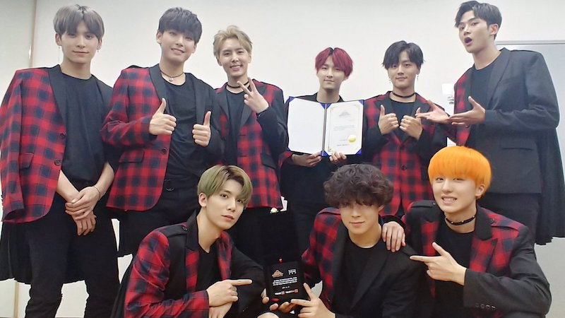 SF9 Wins New Artist Award At 2017 Seoul Success Awards