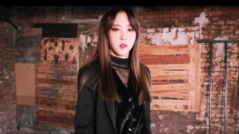 """Watch: MAMAMOO's Moonbyul Shares Performance Video Of Her Solo Track """"Worthless"""""""