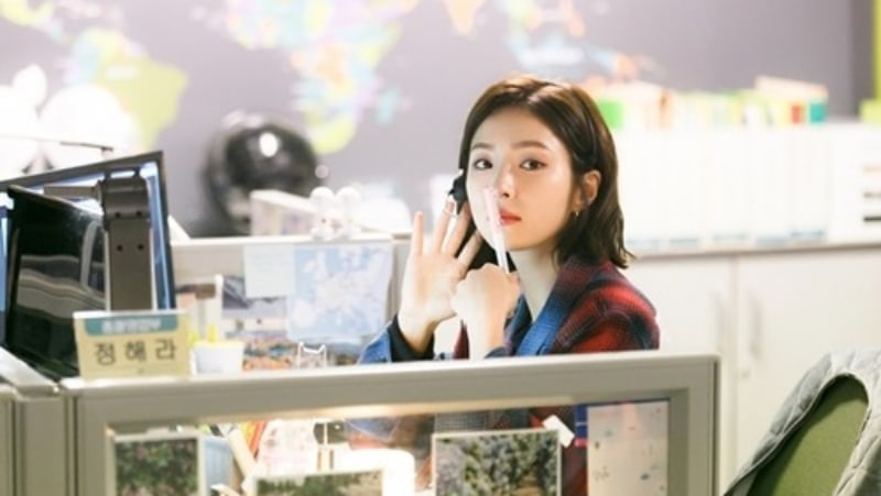 """Shin Se Kyung Gets Serious Behind The Scenes Of """"Black Knight"""""""