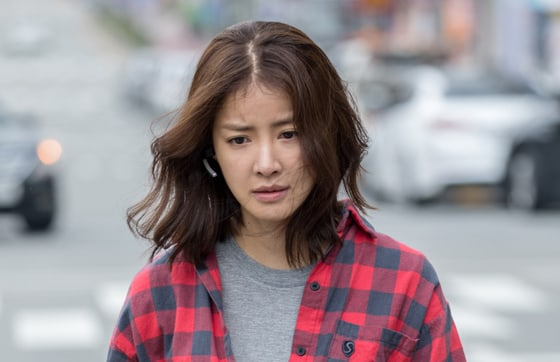 """Lee Si Young Says She Was Unaware Of Her Pregnancy While Filming Action Scenes For """"Lookout"""""""