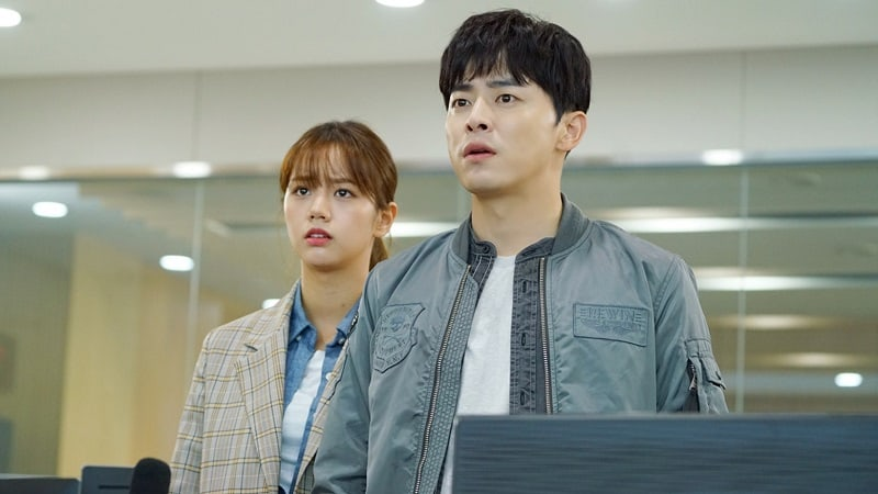 """Jo Jung Suk And Hyeri Put Aside Their Differences To Continue Investigation In Latest """"Two Cops"""" Preview"""