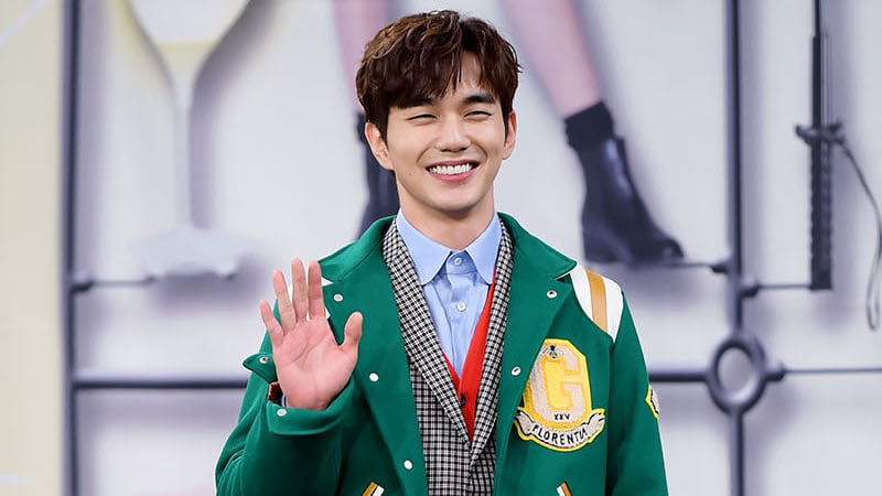 "Yoo Seung Ho Shares His Experience Working On His First Romantic Comedy ""I Am Not A Robot"""