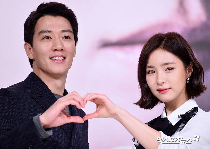 """Shin Se Kyung Talks About Reuniting With Kim Rae Won In """"Black Knight"""" 14 Years After Their Last Work"""