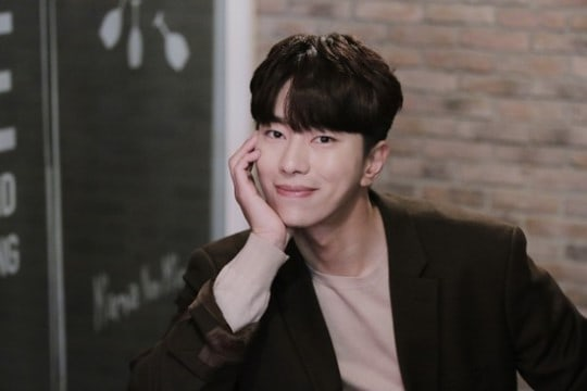 """Witch's Court"" Star Yoon Hyun Min Talks About Publicly Dating Actress Baek Jin Hee"