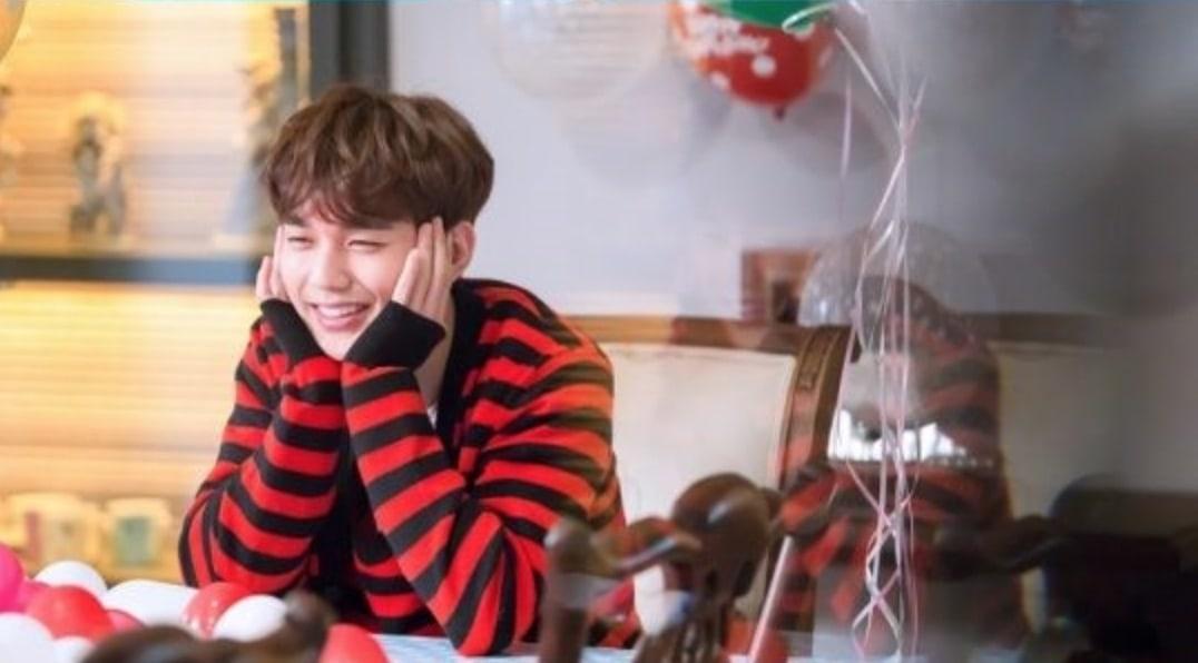 "Yoo Seung Ho Enjoys His Life Of Solitude In New ""I Am Not A Robot"" Stills"