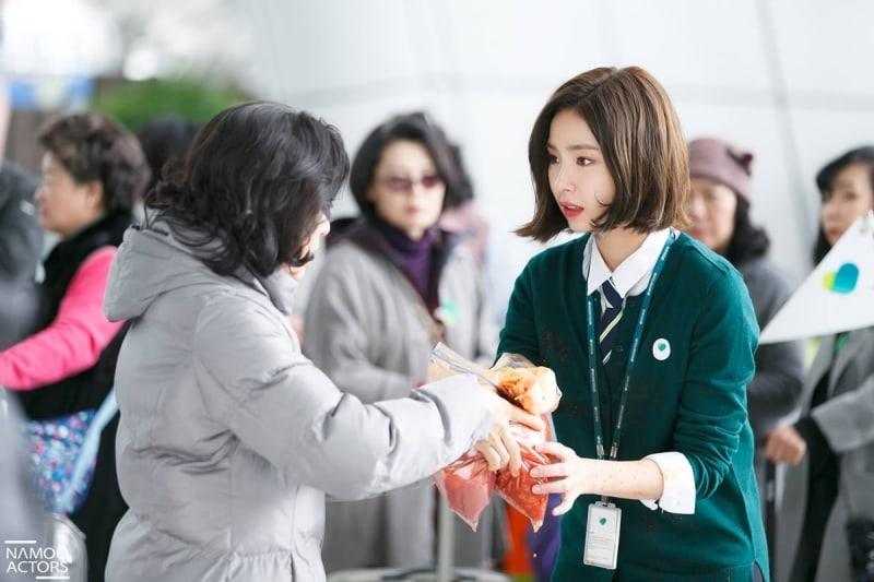 "Shin Se Kyung Transforms Into A Travel Agency Employee In ""Black Knight"" Stills"