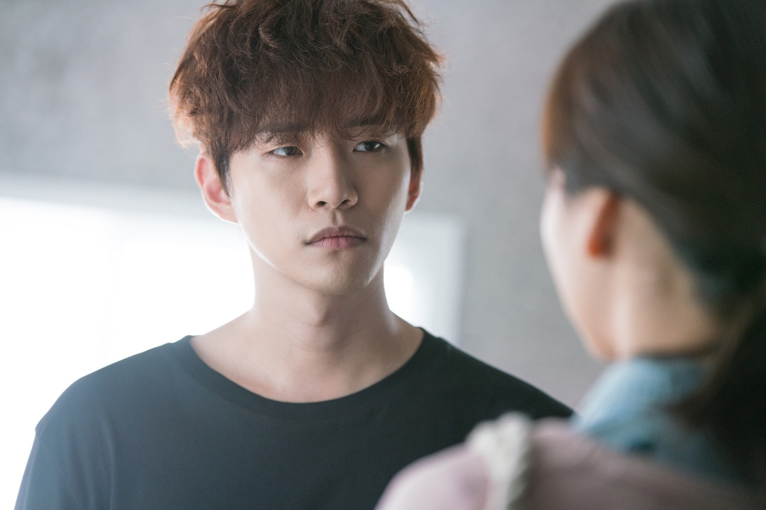 """2PM's Junho And Won Jin Ah Are Impassive Towards Each Other In New """"Just Between Lovers"""" Stills"""