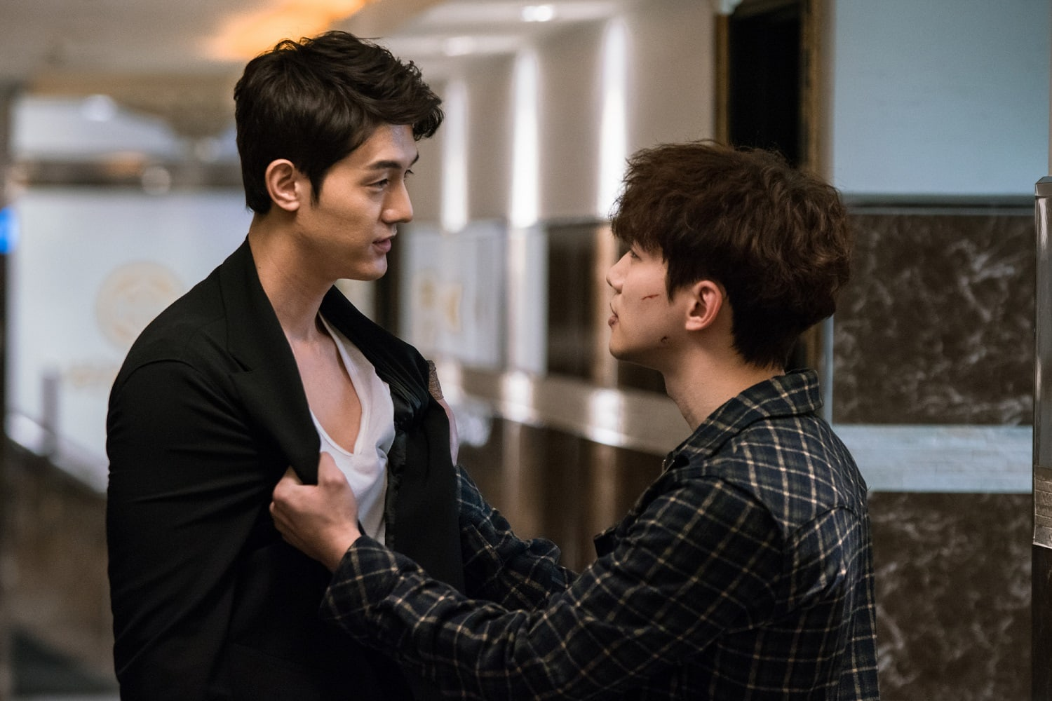 "2PM's Junho And Lee Ki Woo Have Intense Encounter In New ""Just Between Lovers"" Stills"