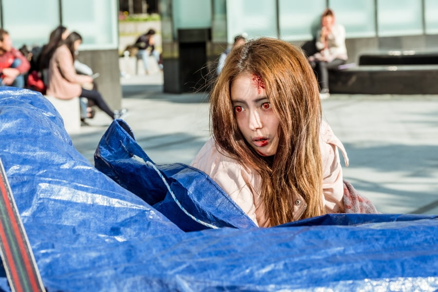 "Lee Se Young Perfectly Transforms Into A Quirky Zombie Girl In New Stills For ""Hwayugi"""