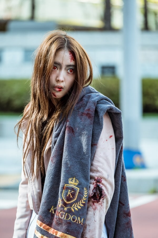 lee se young perfectly transforms into a quirky zombie girl in new stills for  u0026quot hwayugi u0026quot