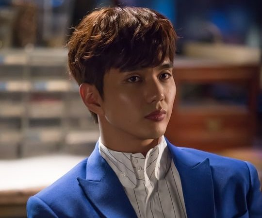 Yoo Seung Ho Shares Which Actor He Thinks Is The Most Good-Looking