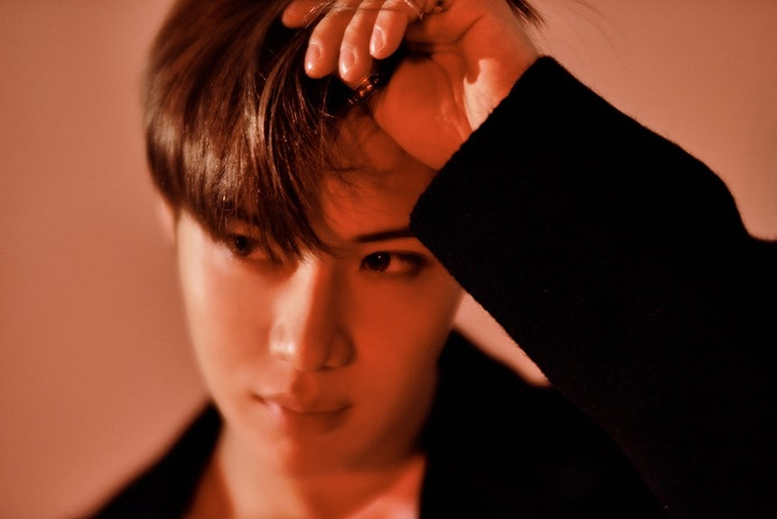 "SHINee's Taemin Tops Global iTunes Charts With Repackaged Album ""MOVE-ing"""