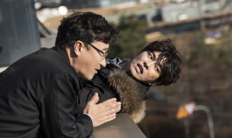 "Yoon Kyun Sang Faces Yet Another Challenge In ""Oh, The Mysterious"" Stills"