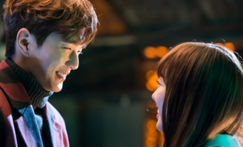 """Yoo Seung Ho And Chae Soo Bin Have A Blast Behind The Scenes Of """"I Am Not A Robot"""""""