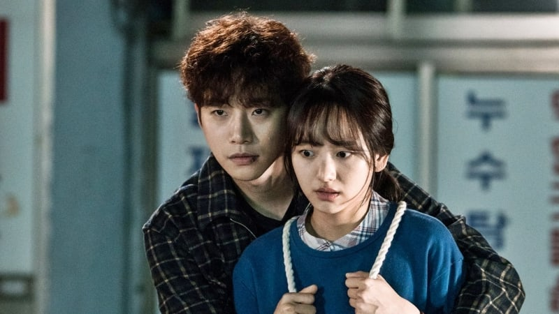 "2PM's Junho Comes To Won Jin Ah's Rescue In New ""Just Between Lovers"" Stills"