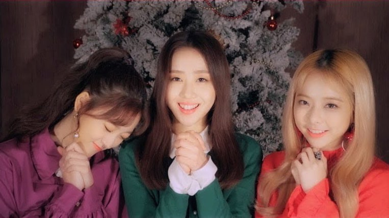 "Watch: LOONA's ViRryVes Rings In The Holidays With MV For ""The Carol 2.0"""