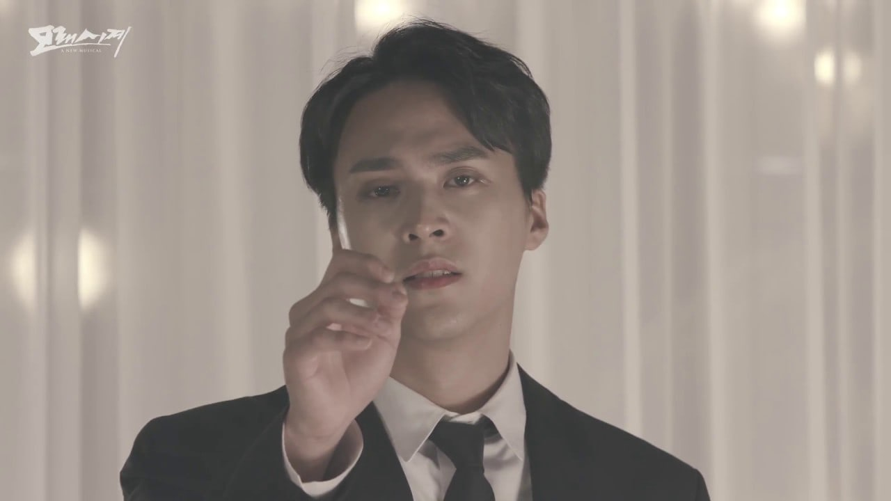"""Watch: Highlight's Son Dongwoon Wows With His Powerful Vocals In MV For Musical """"Sandglass"""""""