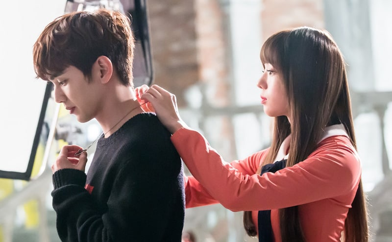 """Yoo Seung Ho And Chae Soo Bin Give Off Romantic Vibes In """"I Am Not A Robot"""""""