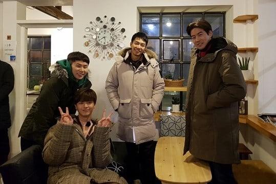 Lee Seung Gi, BTOB's Yook Sungjae, Lee Sang Yoon, And Yang Se Hyung Take Photos Together During Variety Show Filming