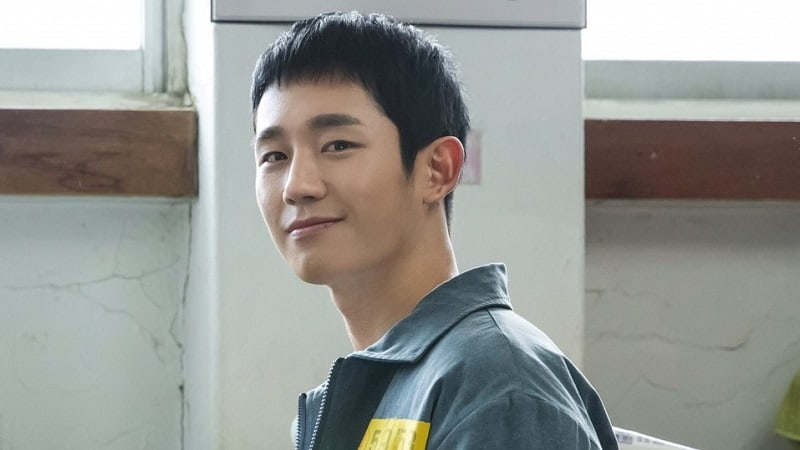 """Jung Hae In Embodies Charisma In Stills For """"Prison Playbook"""""""