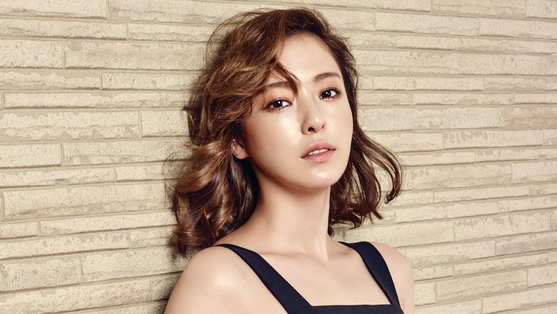 "Actress Lee Da Hee In Talks To Make First Drama Appearance In Almost 3 Years Through ""Mystery Queen 2"""