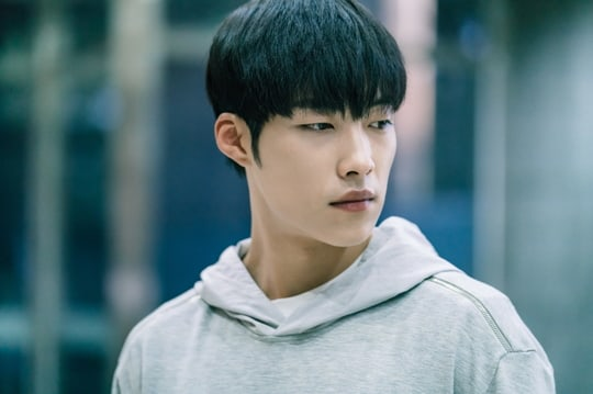 """Woo Do Hwan Compares Himself To His """"Mad Dog"""" Character And Describes His Ideal Type"""