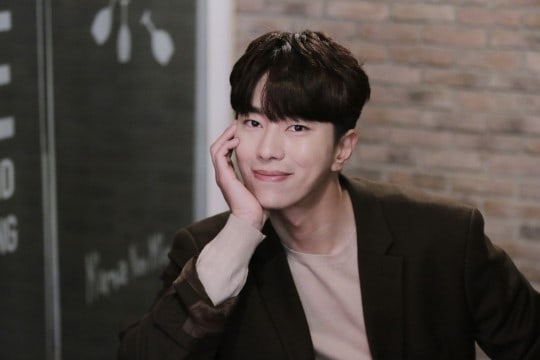 "Yoon Hyun Min Shares Thoughts On His Acting, ""Tunnel,"" And Concluding ""Witch's Court"""