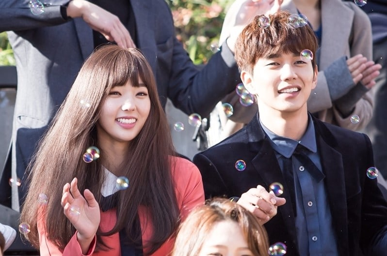 """Yoo Seung Ho And Chae Soo Bin Enjoy Romantic First Date In """"I Am Not A Robot"""""""