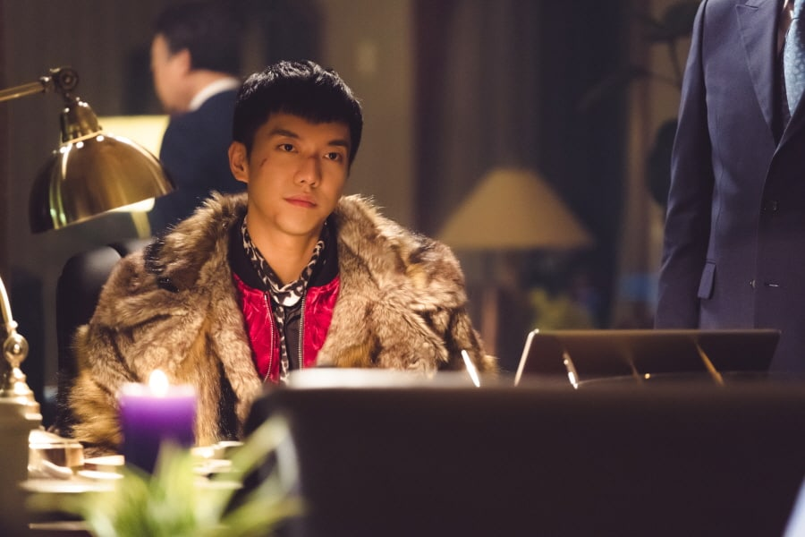 "Lee Seung Gi Causes Trouble And Ends Up With A Scarred Face In ""Hwayugi"""