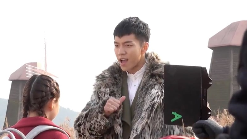 """Watch: Lee Seung Gi Has A Hard Time Being A Bad Guy In """"Hwayugi"""" Bloopers"""