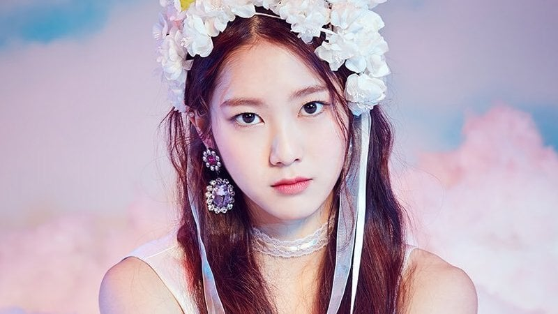 Oh My Girl S Jiho Revealed To Have Injured Ankle Soompi