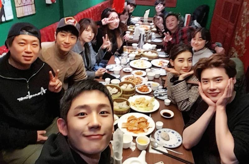 """""""While You Were Sleeping"""" Cast And Crew Pose For Photos Together At Reunion Dinner"""